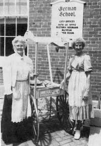 Hermann Maifest hostesses